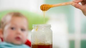 Bebês não devem ingerir mel antes do primeiro ano de vida